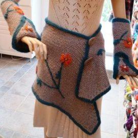Strickrock oder Stola mit Stulpen für Arm oder Bein