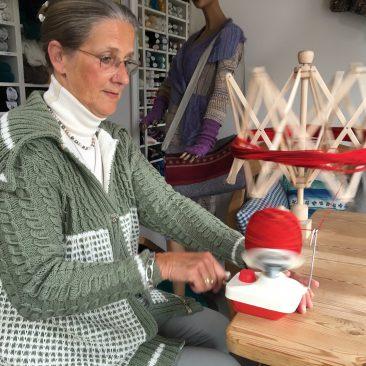 Baumwolljacke mit Fallmaschen und Zöpfen