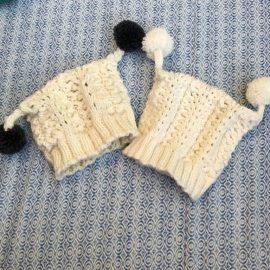 """Neugeborenen-Baby Mütze mit Bommeln aus """"Klompelompe"""""""