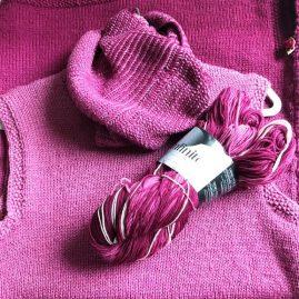 Farbspiel-Infinito-Loop passend zum Kleid