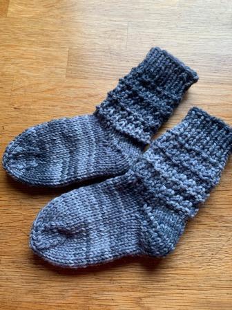 Wenn der Vater mit dem Sohne ….. Extra dicke Socken mit Phantasiemuster Gr. 22/23